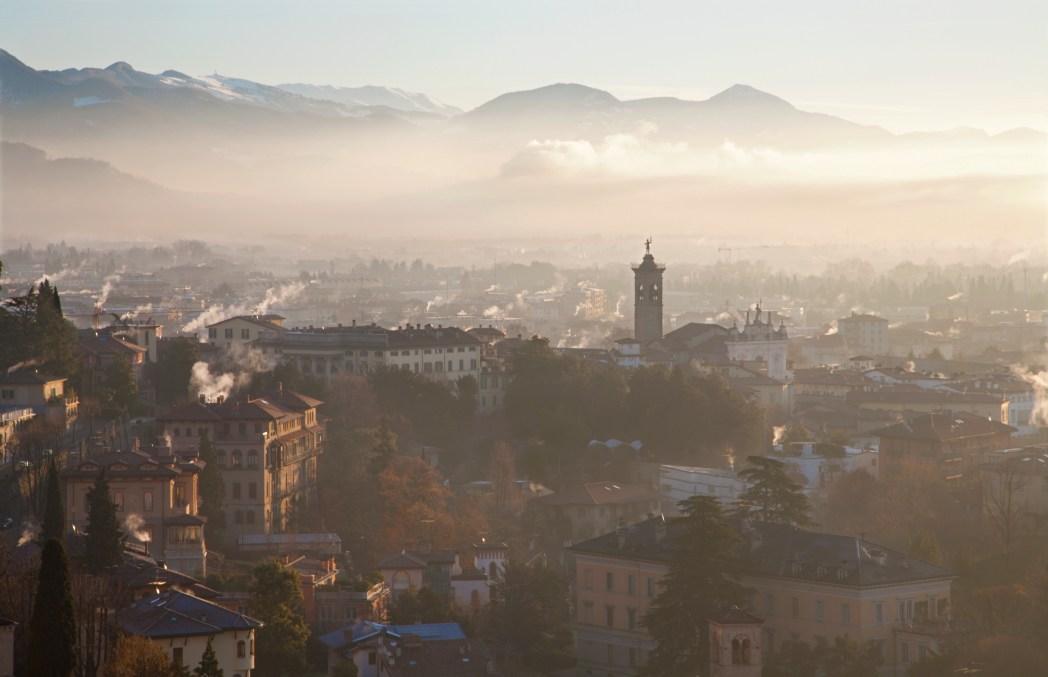 Bergamo cosa vedere: Bergamo Alta con campanile
