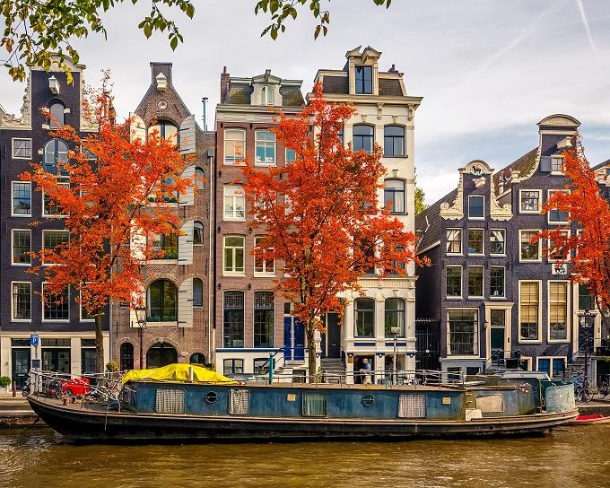 Le 15 citt pi colorate d 39 autunno skyscanner italia for Voli low cost per amsterdam
