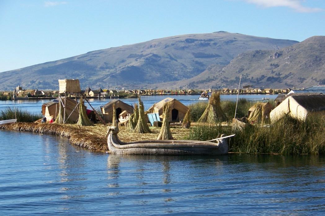Grandi viaggi low cost: Perù, case galleggianti sul lago Titicaca
