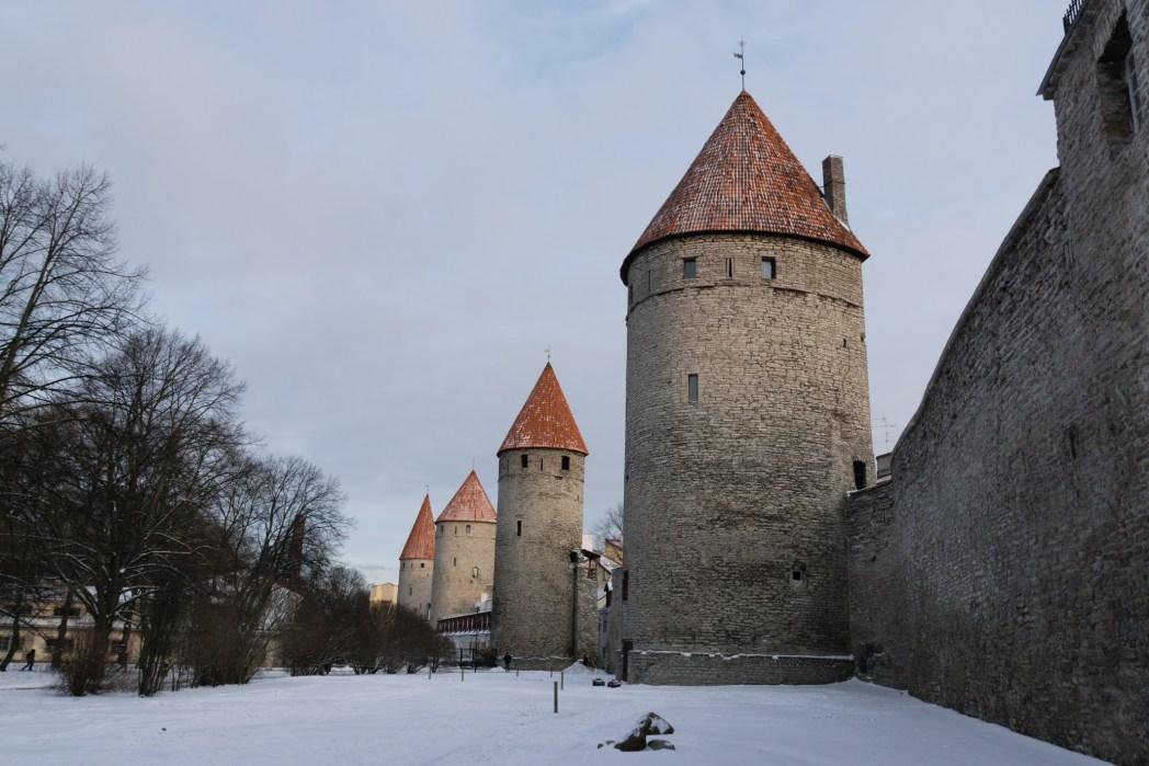 Tallinn - vista della cinta muraria