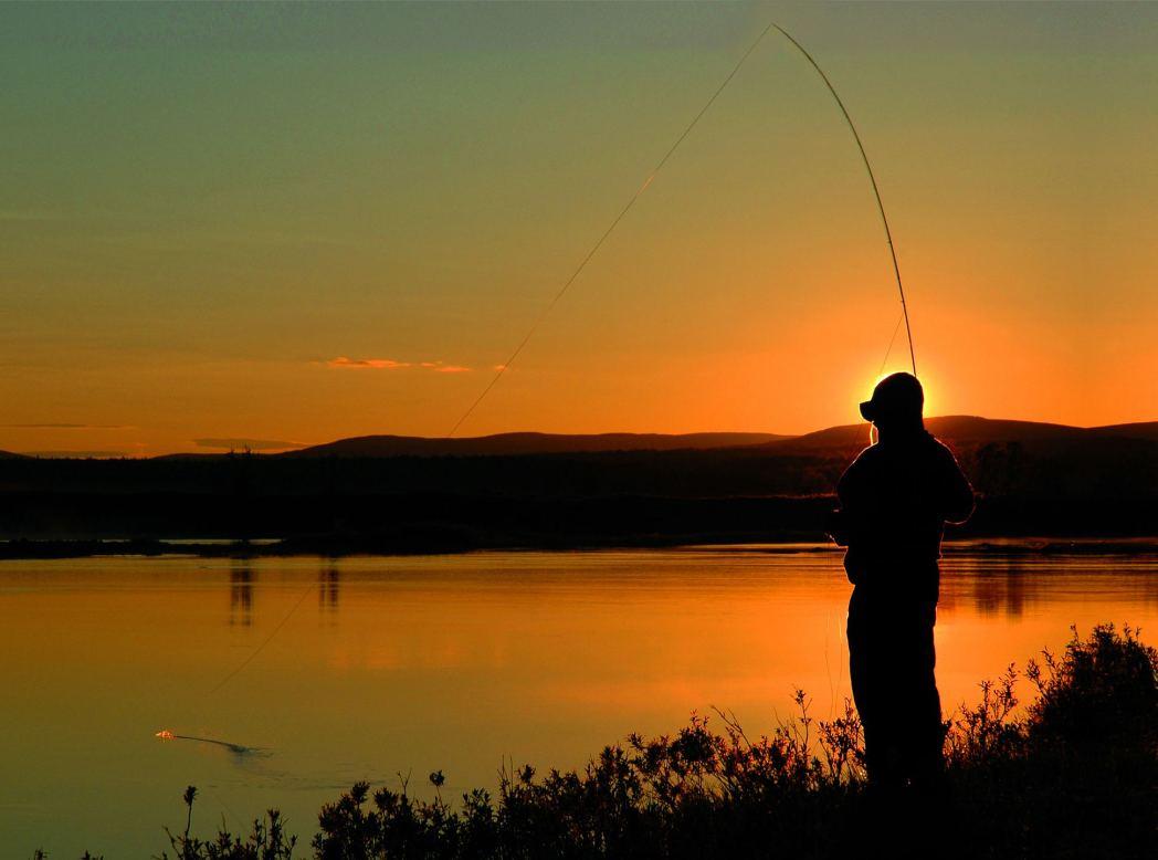 Viaggio in Lapponia: Sole di Mezzanotte, pesca in notturna