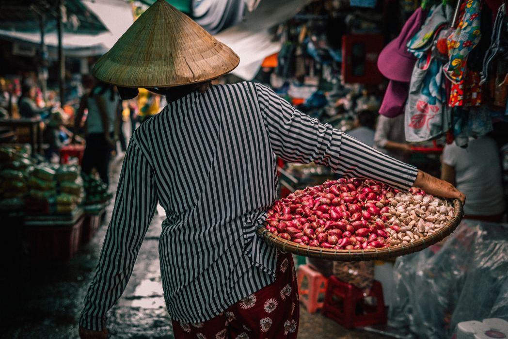 Hong Kong: cosa vedere - donna al mercato