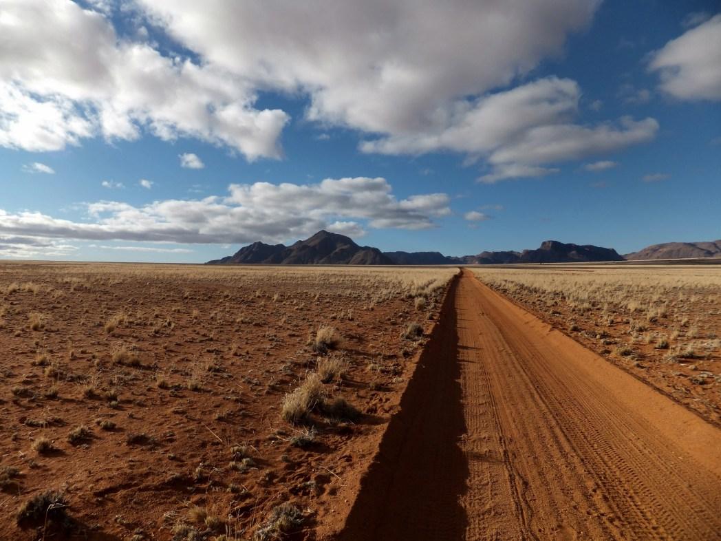 Namibia - strada sterrata nel deserto