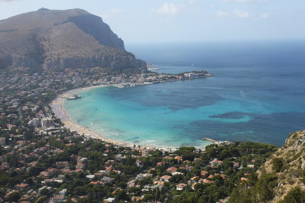 Cosa vedere a Palermo: Spiaggia di Mondello