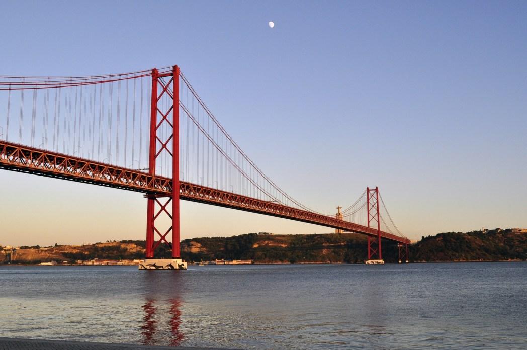 Grandi viaggi low cost: Lisbona,Ponte XXV de Abril