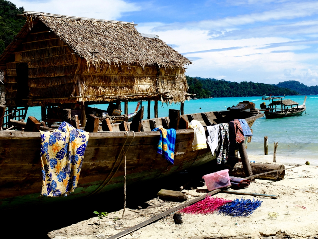 Thailandia, Andamane, palafitte sull'acqua dei moken alle Isole Surin