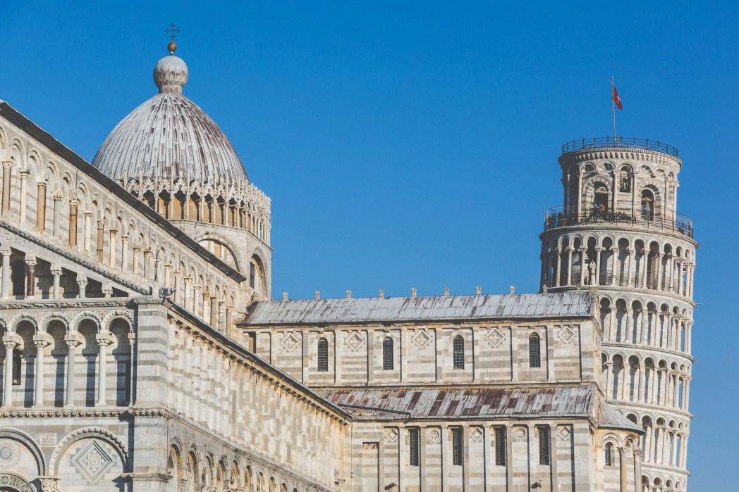 vista della torre di Pisa in Piazza dei Miracoli